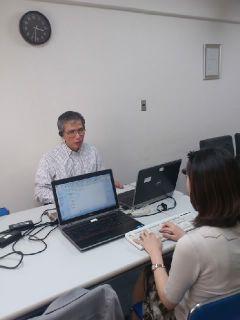 在職者訓練は、個々のニーズに応じて行われます。写真は、SPANの教室での訓練の様子です。