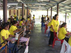 タイ・パンガーのさをりクリエイティブセンターにて津波被災者を支援の様子