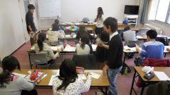 「学習教室」で生徒が自主学習する様子