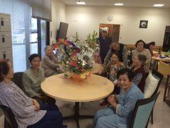 高齢者の施設に届けられたお花