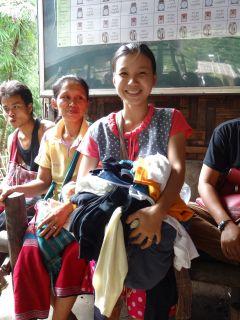ミャンマー難民キャンプへの古着支援