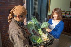 その日に採った新鮮な野菜を届けています。