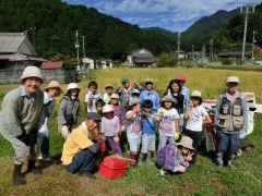 稲刈り集合後の参加者との集合写真