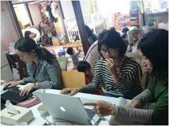 地域の女性が商店街のフリーペーパーを作成しました。子育て世代と商店街を取材・編集作業を学びながらつなげるプロジェクトとして実施しています