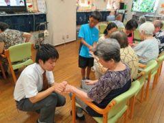 港区 夏休みこどもボランティア 於)高齢者施設