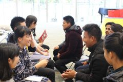2016年12月に実施したYouth Leadership Projectで、東北とネパールの被災体験をした若者が交流している場面。