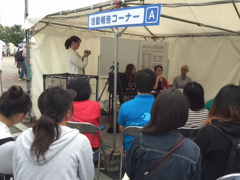 2016年のグローバルフェスタで、脱北者が脱北体験や日本での生活について語るイベントを実施