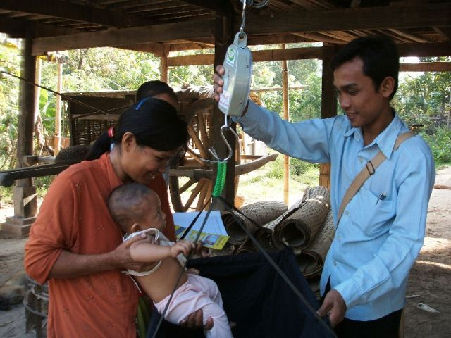 カンボジア:乳幼児健診