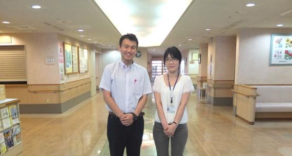 楽友会の吉澤さん(右)と岡さん。「この広い玄関フロアも地域で活用できそう」と話します。