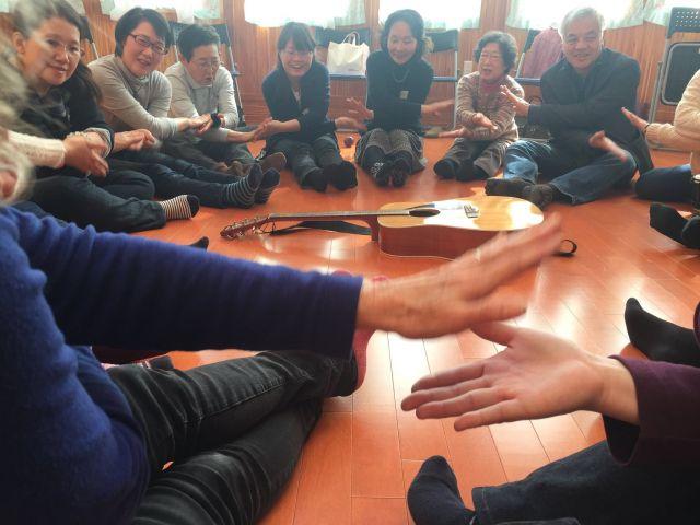 ヒーリングジャパン・プロジェクトでは、イスラエルから音楽セラピーの専門家を招き、岩手県陸前高田市で支援者のためのワークショップ開催。