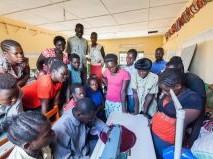 洋裁の授業を受ける元子ども兵(ウガンダ)
